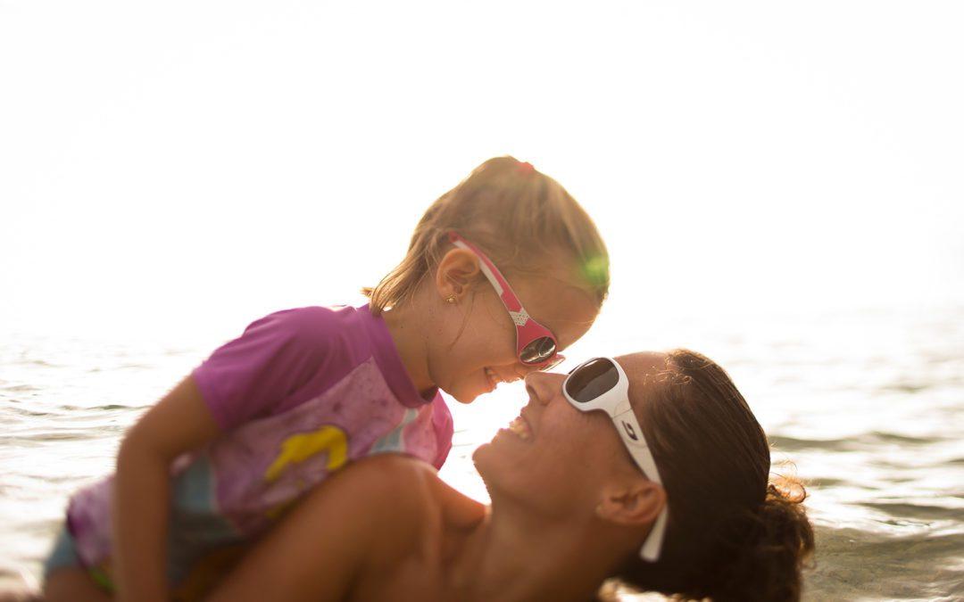 Los peligros del sol en los ojos de los niños
